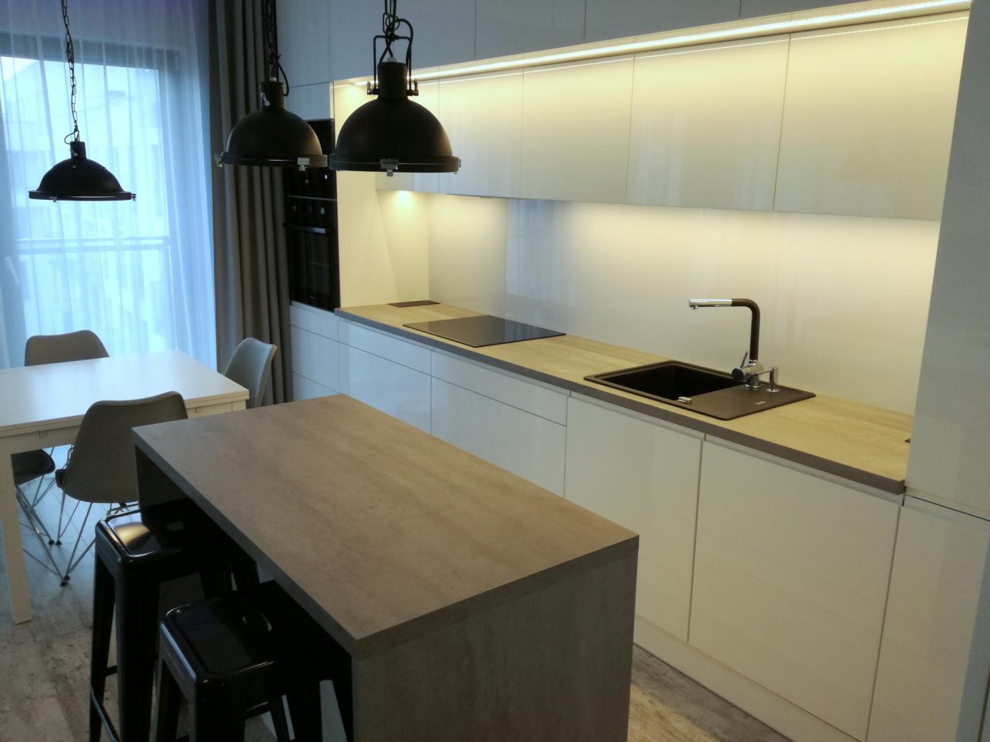 Meble na wymiar Częstochowa. Wykonujemy meble do kuchni, łazienki, pokojów.
