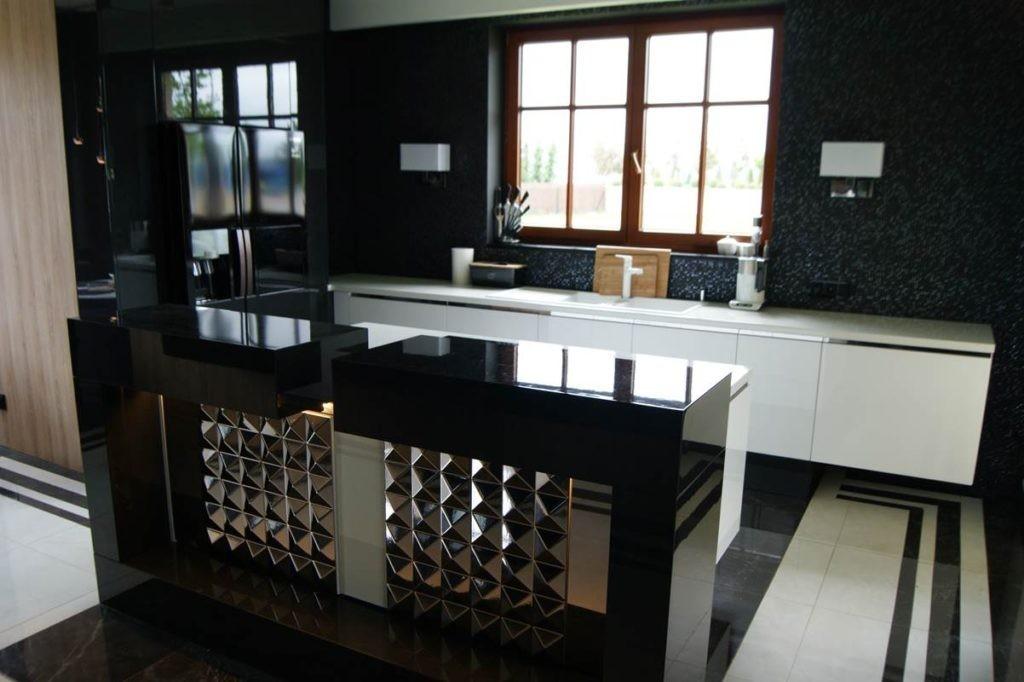 Nowoczesna kuchnia w bieli i czerni